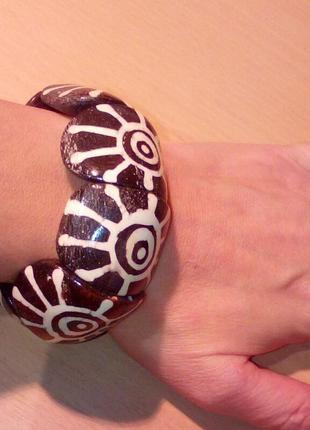 Красивый деревянный массивный браслет