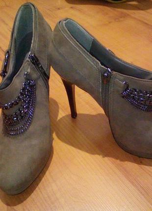 Туфли , ботильоны, ботиночки на шпильках