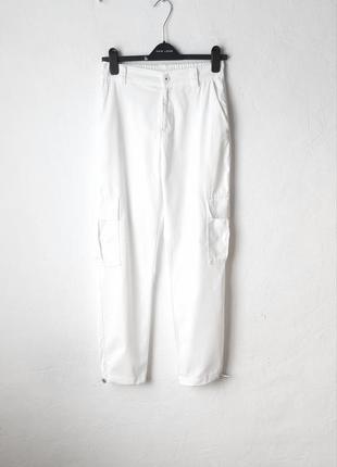 Хлопковые брюки с карманами