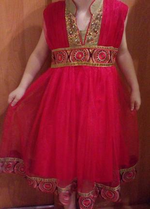 Карнавальное красивое платье на 4-6 лет