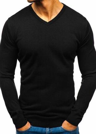 Черный мужской свитер с треугольным v -образным вырезом под ру...