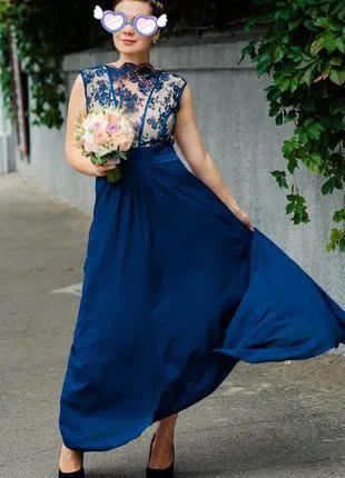Шикарное вечернее синее платье в пол с кружевным верхом