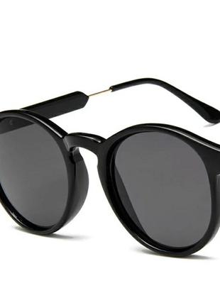 Черные женские солнцезащитные очки