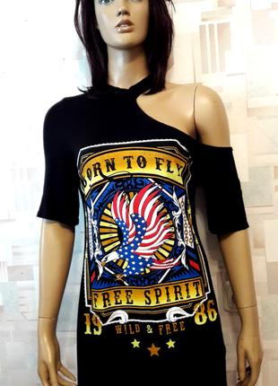 Черная футболка платье с принтом и чокером от edge street