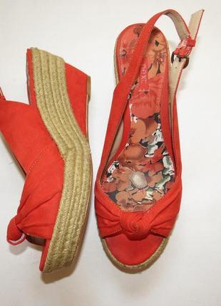Красные босоножки на плетеной танкетке от next