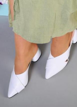 Женские белые шлепки на каблуке