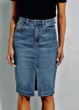 Джинсовая юбка карандаш с разрезом