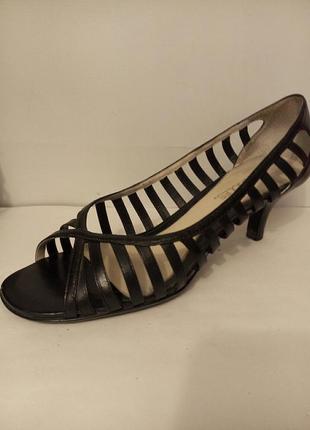 Босоножки с тонкими ремешками туфли кожа открытые по стельке 26см