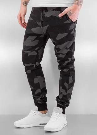 Спортивные камуфляжные штаны