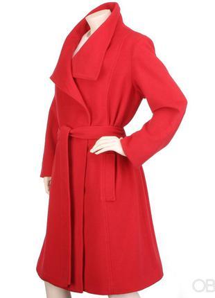 Красное шерстяное пальто
