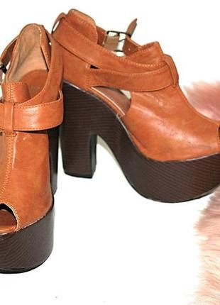 Босоножки на высокой платформе и толстом каблуке коричневые ры...