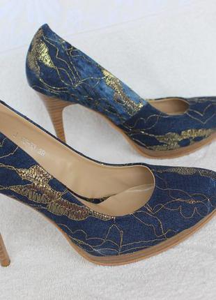 Туфли 37 размера на каблуке