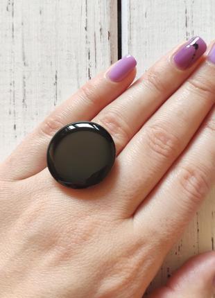 Черное круглое массивное кольцо