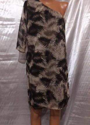 Шифоновое платье с одним рукавом