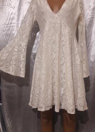 Красивое молочное гипюровое платье