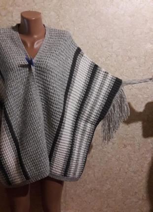 Вязанный жилет-накидка с бахромой love knitwear