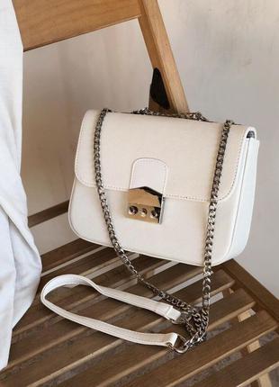 Белый клатч на цепочке с замком фурла с нахлёстом сумка сумочка