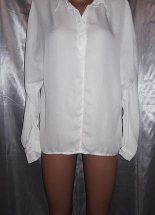 Стильная белая блуза с удлиненной спинкой