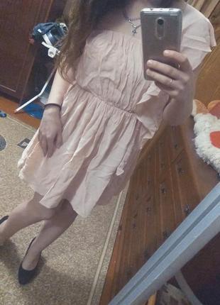 Платье на одно плечо пудра