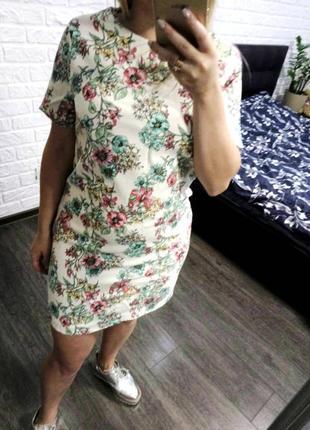 Платье фактурное в цветочный принт прямого кроя
