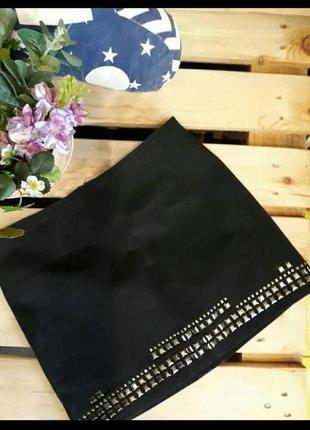 Черная из плотного материала юбка-мини с заклепками