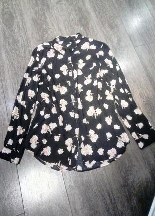 Рубашка блуза  черная удлиненная в стильный цветочный принт