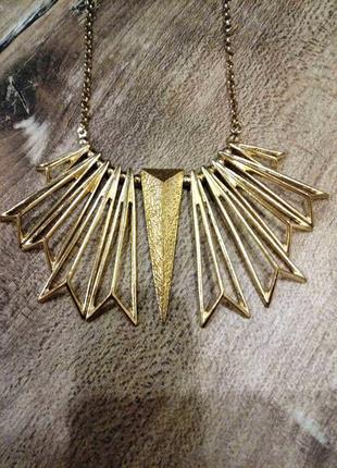 Красивое золотое нарядное или повседневное колье  ожерелье укр...