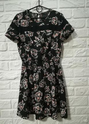 Платье черное летнее  легкое  в принт цветы пояс резинка