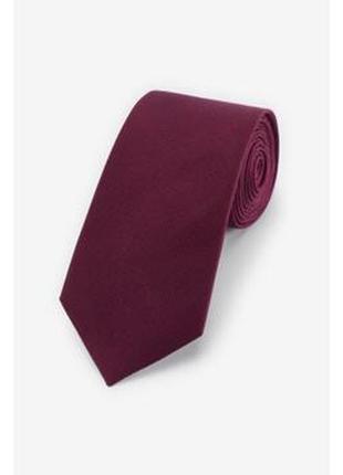 Бордовый широкий галстук лопата