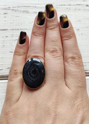 Черное овальное кольцо