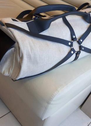 Вместительная спортивного стиля сумка