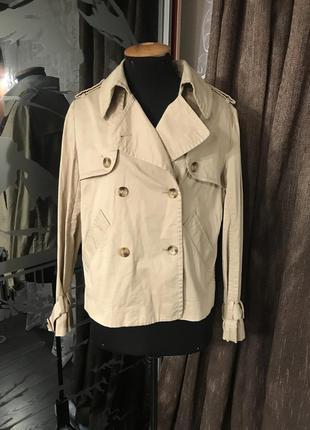 Укороченная бежевая куртка / плащик