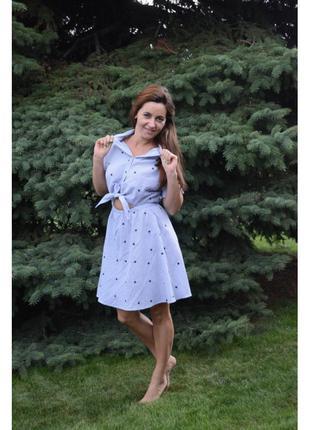 Голубое платье с вышивкой и завязками