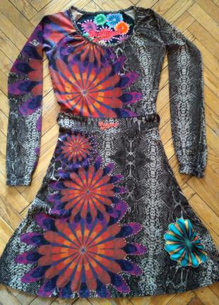 Яркое трикотажное платье desigual