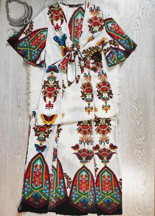 Белое разноцветное длинное платье в пол принтом рисунком цвето...