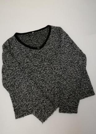 Тёплый приятный свитер серого цвета на молнии