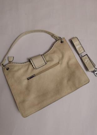 Женская сумочка цвета айвори