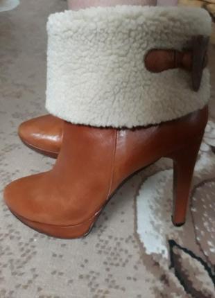Шикарные кожаные ботинки 40 размер.