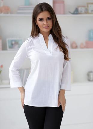 Блузка с сеткой на плечах.