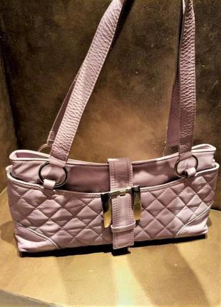 Розовая натуральная кожаная сумка стёганная с золотой фурнитур...