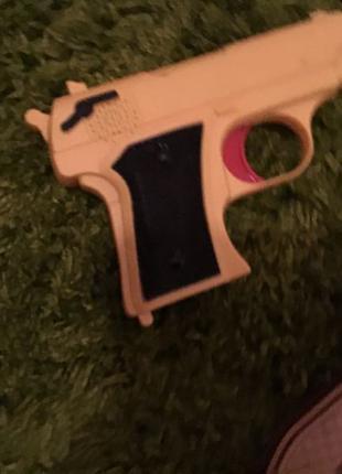 Пістолети і водяний пістолети