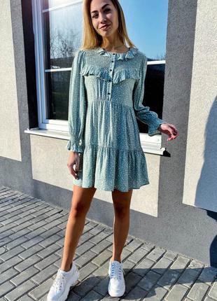 Платье с рюшами в мелкий принт