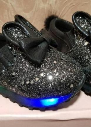 Светящиеся кроссовки с ушками