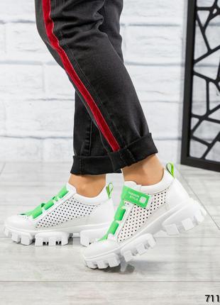 Супер легкие стильные кожаные кроссовки на тракторной подошве