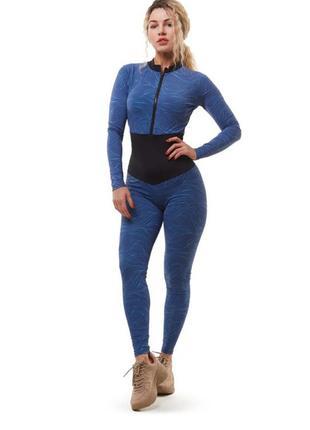 Комбинезон для фитнеса синий с черным поясом и длинными рукавами