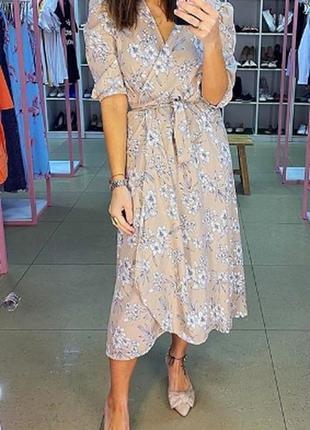 Нежное бежевое платье миди. лёгкое платье халат из софта длины...