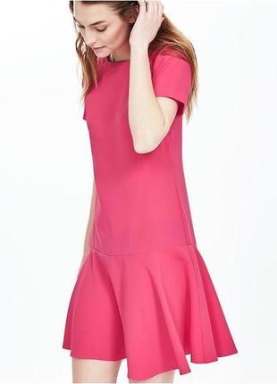 Платье розовое c воланом новое  размер 4