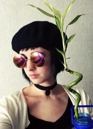 Круглые зеркальные очки с фиолетовыми линзами в золотой оправе...