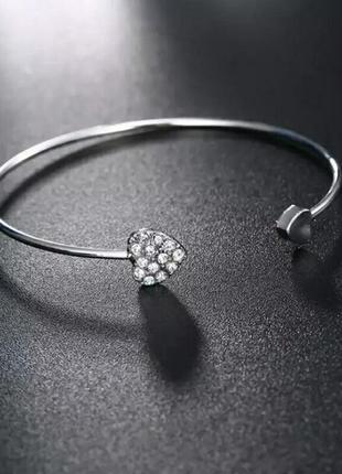 Нежный серебристый браслет с сердцем