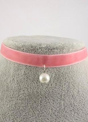 Розовый бархатный чокер с жемчужиной